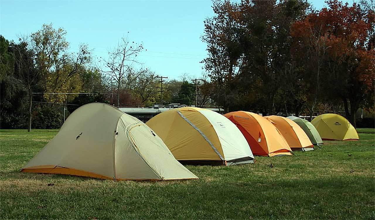 değişik tipte kamp çadırları