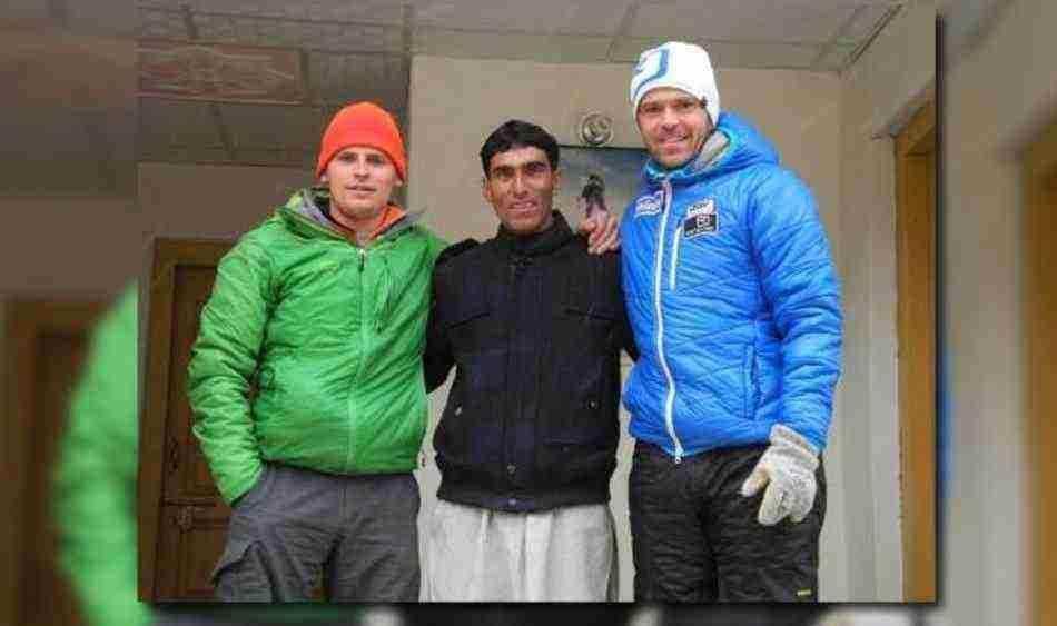 Cedric Hählen, Nisar Hussain Sadpara ve Gerfried Göschls'ten oluşan ekip