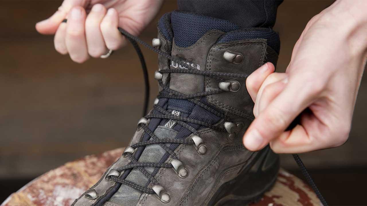 bot ve ayakkabı bağlamak