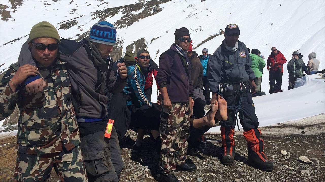 Nepal'de çığ düştü