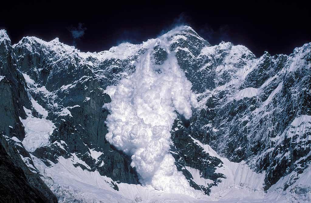 karakurum dağlarında çığ