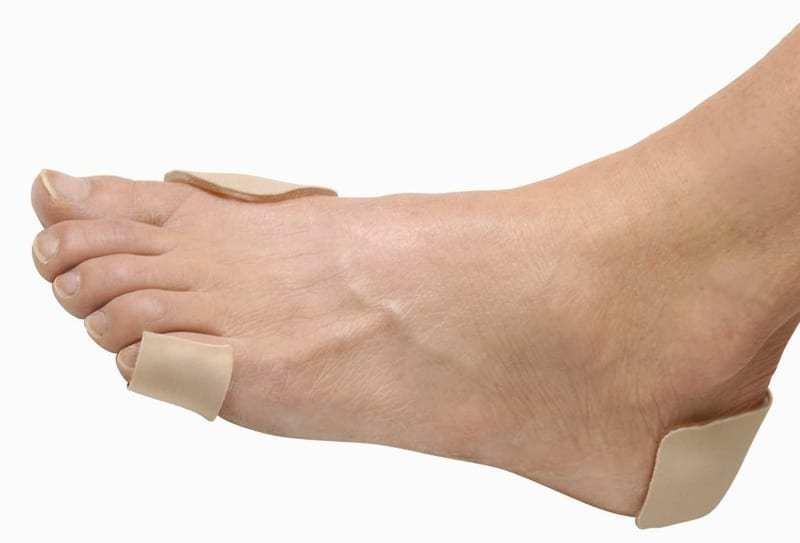 moleskin uygulanmış ayak