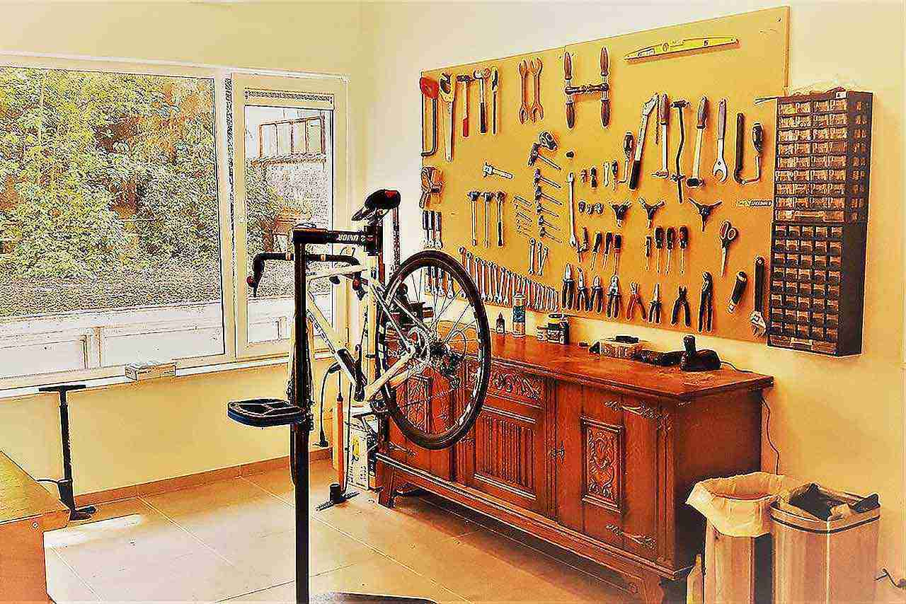 evde bisiklet tamir atölyesi