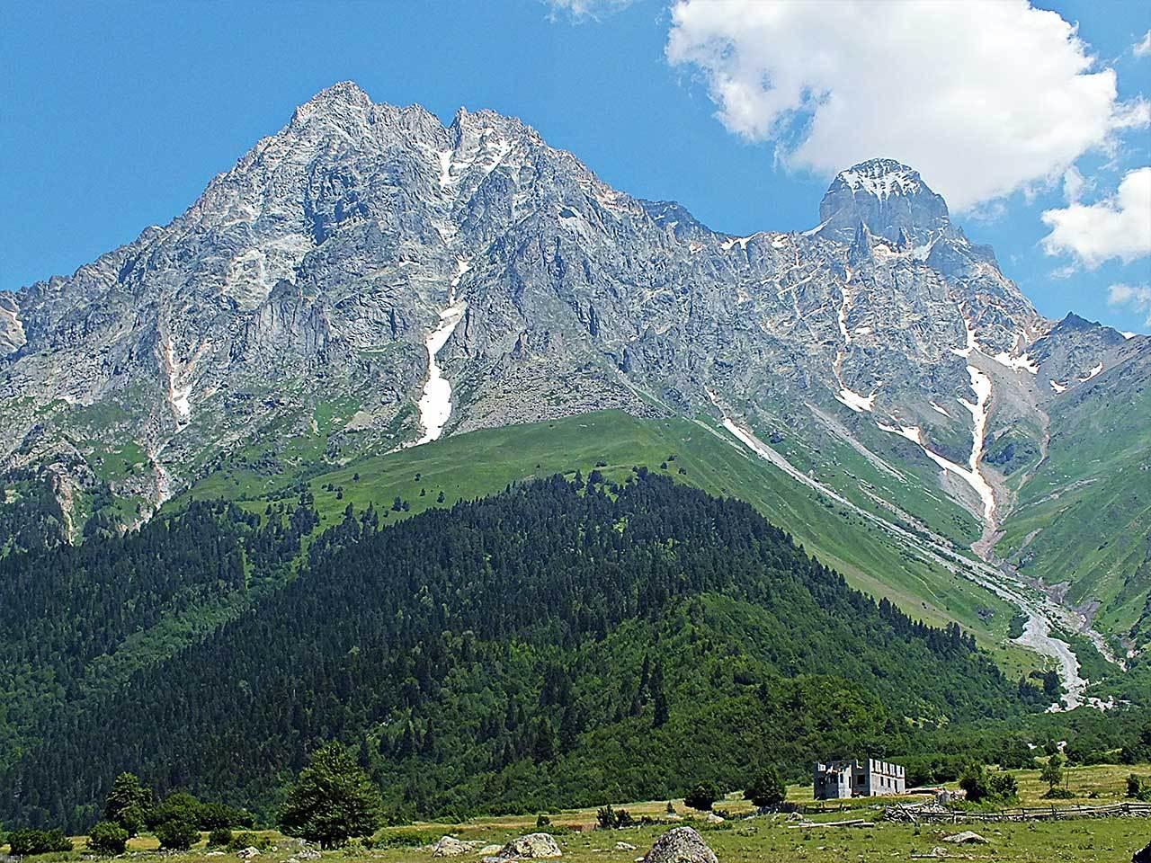 Ushba dağı Gürcistan