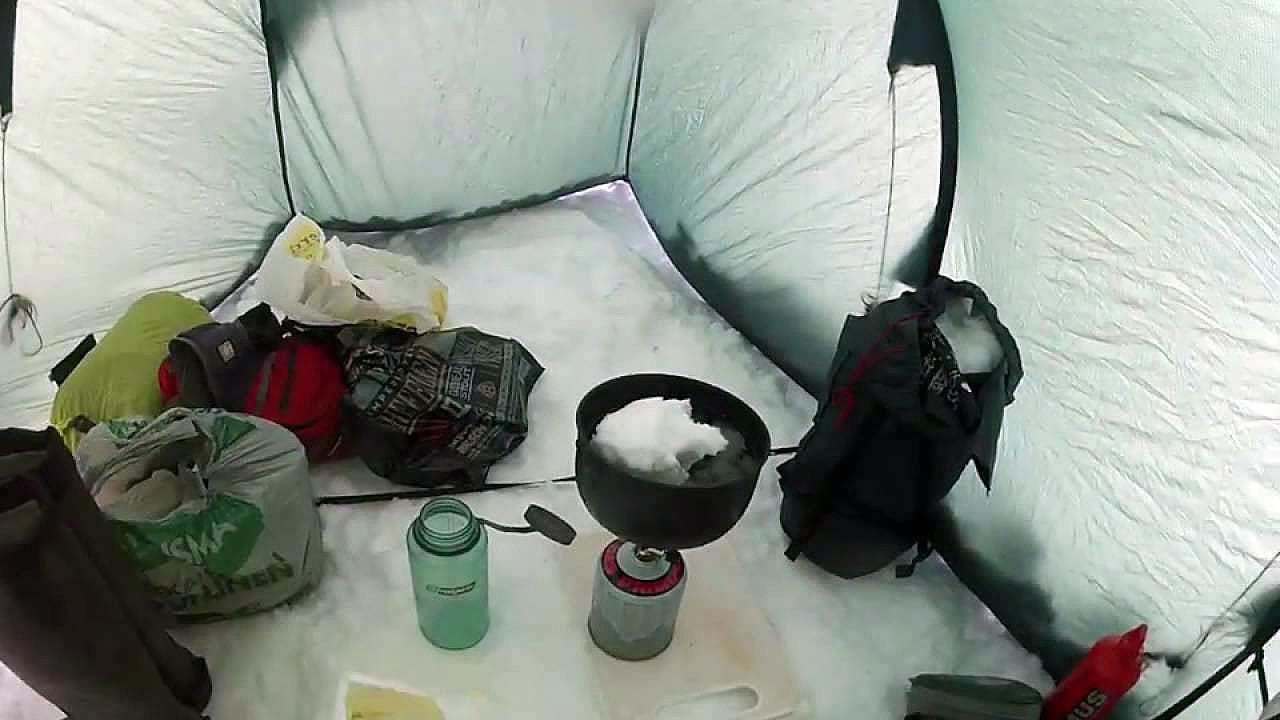 Çadırda kar eritip su elde etmek