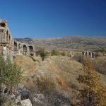 Pisidia antik kentine su taşıyan su kemerleri