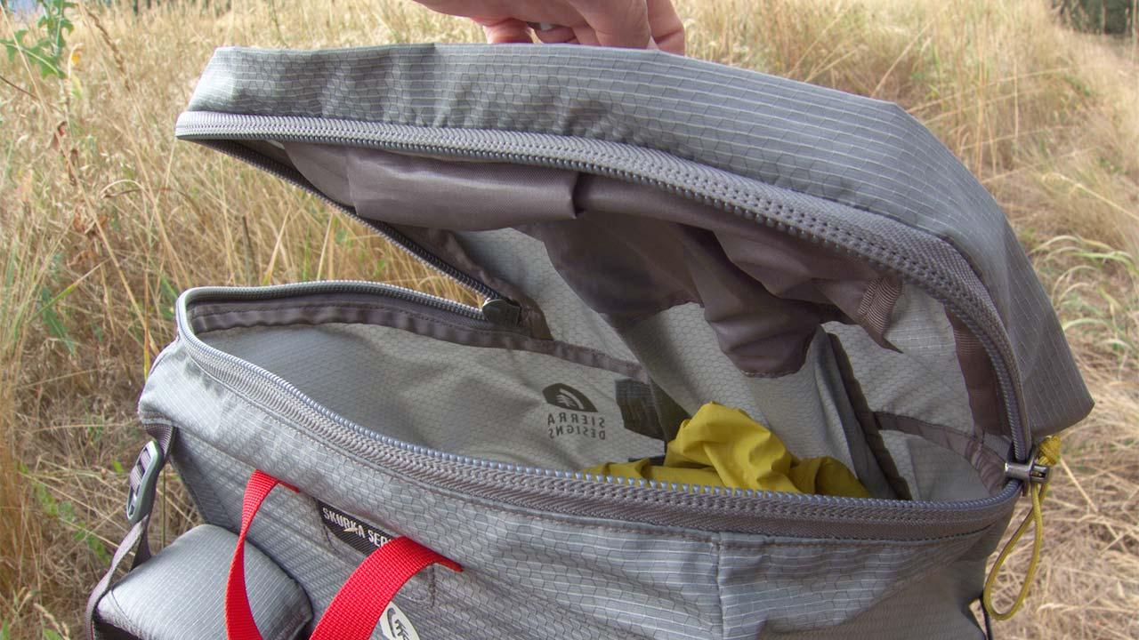 Sırt çantası üst kapağı