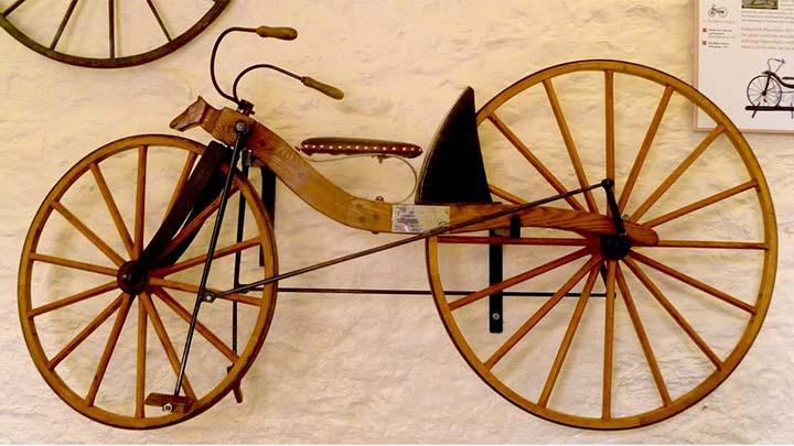 Kirkpatrick Macmillan'ın icat ettiği bisikleti