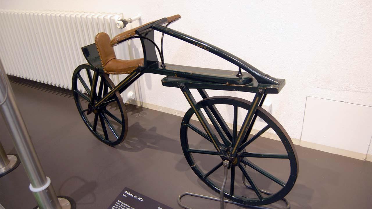 tarihteki ilk bisiklet
