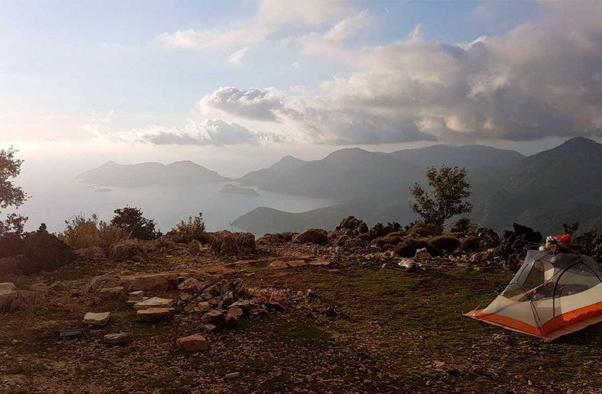 Yaz Kampı Rehberi: Çadır Kamp Alanı ve Malzeme Seçimi