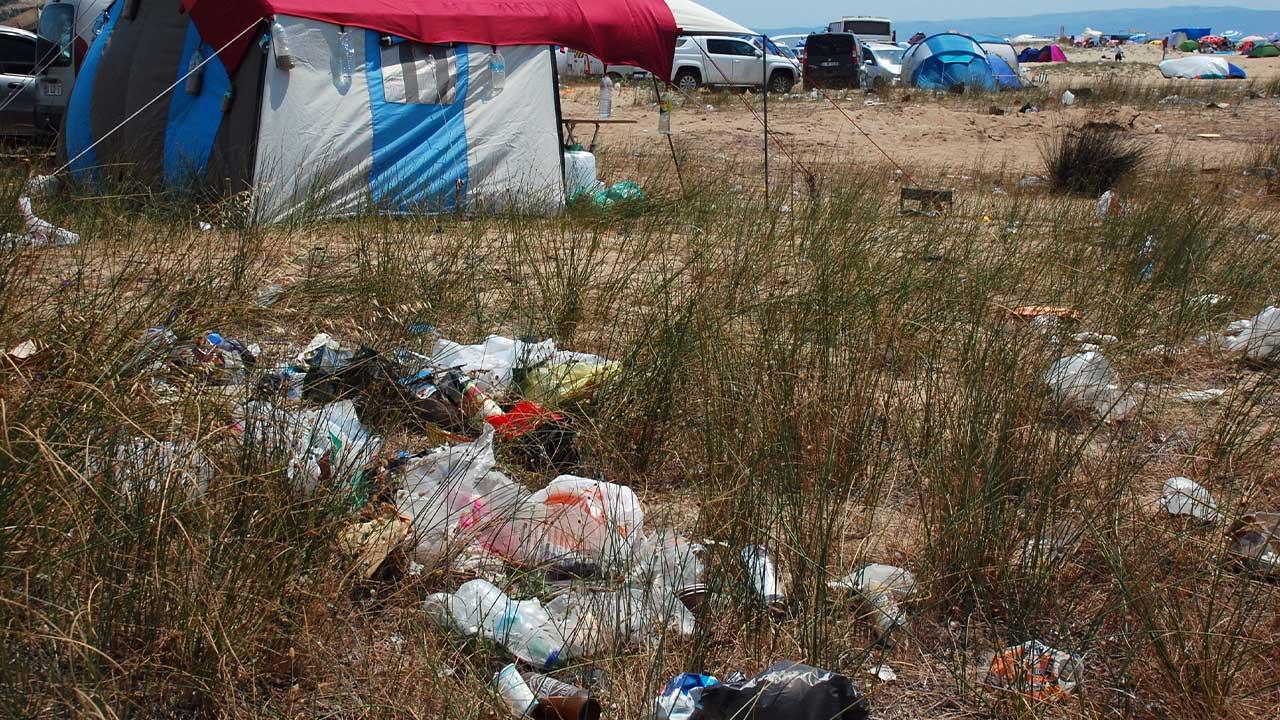 yazın kamp sahil çöp